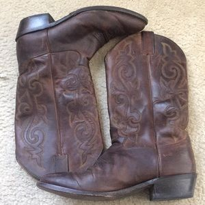 Justin Women's Boots In brown Size 9.5 EE